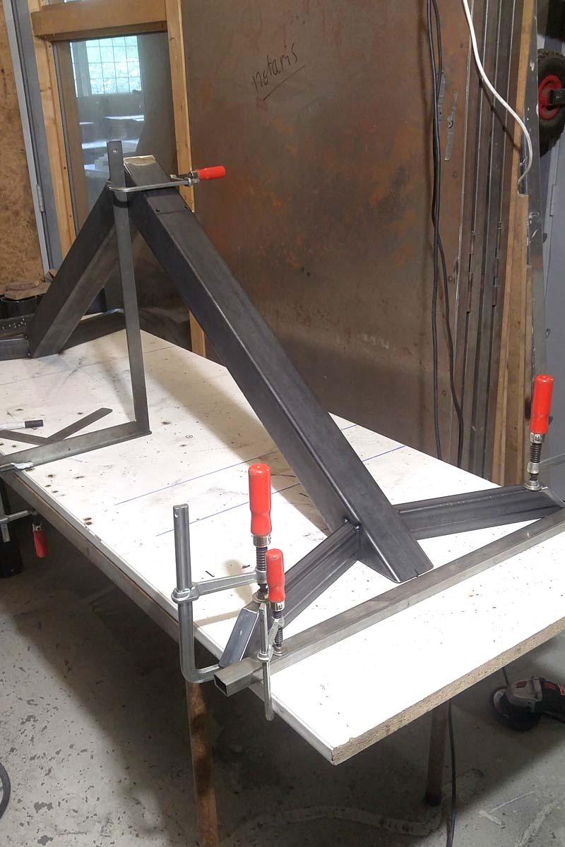 gelaste onderdelen voor een V vormig frame van koker staal