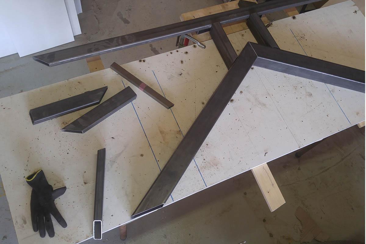 Koker staal voor tafel onderdelen klaar om gelast te worden